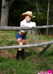 xxx pics Farm girl in shades and a straw hat, outdoor  ass