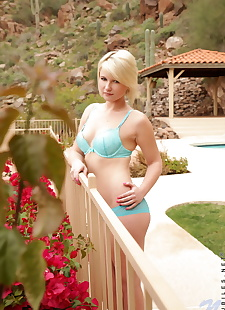 xxx pics Young blonde girl Winter Marie rids, ass , blonde