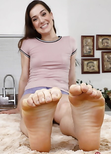 xxx pics Alluring feet- hairy cunt- and armpits, brunette , hairy